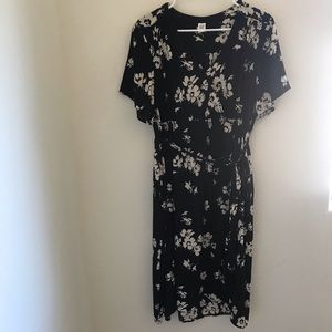 GAP MATERNITY Black and Cream Floral Dress